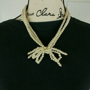 """Jewelry - Vintage faux white pearl bowtie necklace, 19"""" long"""